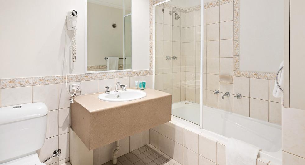 16. Bathroom Alt - One Bedroom Standard