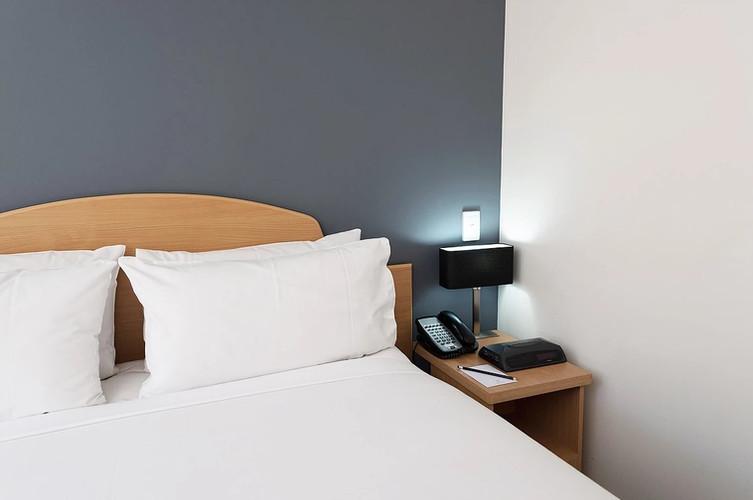 Studio Apartment Bed - Short Term Rental Perth CBD.jpg