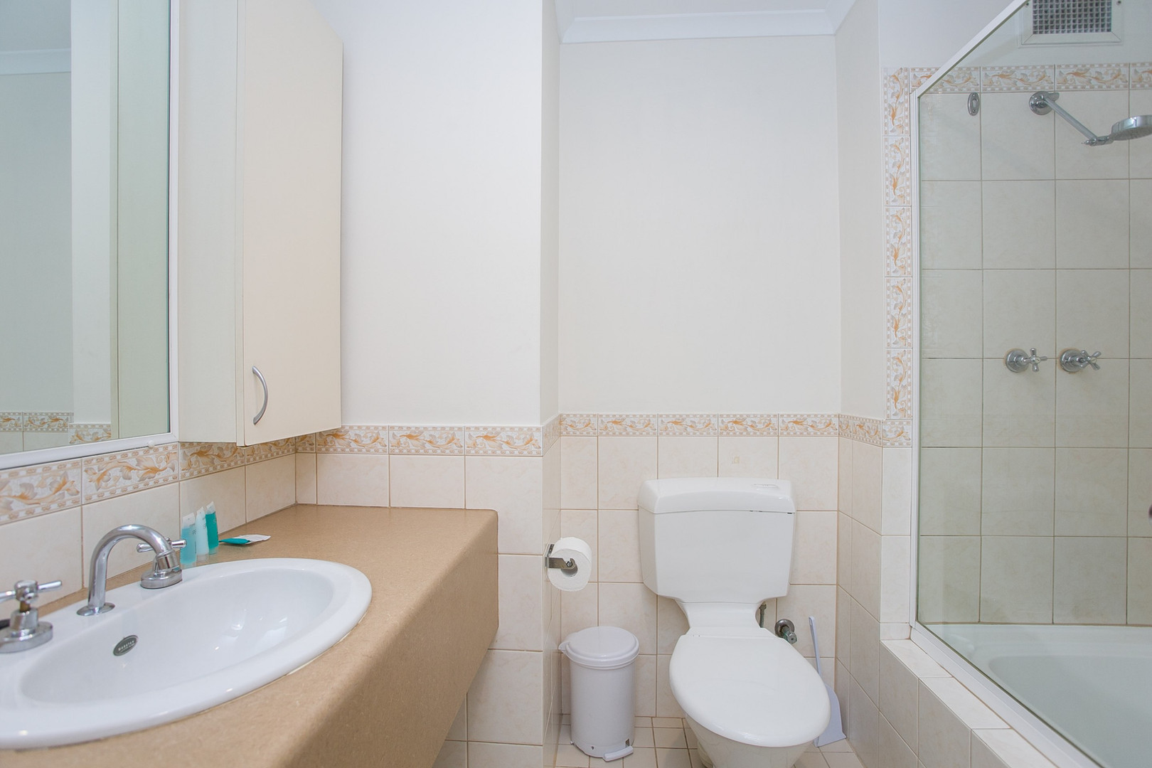 Studio Apartment Ensuite - Short Term Rental Perth CBD.jpg