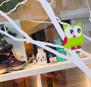 We decorate our window display at the beginning of each season. © SMW-Schuhhaus