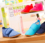Gesunde Hausschuhe spielen im SMW-Schuhhaus eine große Rolle! Deswegen finden Sie bei uns ausschließlich nachhaltig produzierte Hausschuhe, hergestellt aus hochwertigen Materialien. Wir führen hierfür nur Topmarken, die unter anderem für ihre hochwertigen Hausschuhe bekannt sind. Diese sind etwa Superfit, Naturino, Giesswein uvm.! © SMW-Schuhhaus