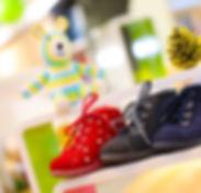 Unser gesamtes Verkaufsteam ist bestens geschult und berät Sie gerne persönlich und fachkundig bei Ihrem Kauf der ersten Schuhe! Wir haben ein großes Angebot an erstklassigen Lauflernschuhen! Die, die auf diesem Bild zu sehen sind, sind von der Marke Richter. © SMW-Schuhhaus