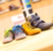 Wir legen großen Wert auf Schuhe, die die natürlichen Bewegungsfunktionalitäten fördern und bestmöglich unterstützen - deshalb bietet das SMW-Schuhhaus eine Vielzahl von verschiedenen, hochwertigen Barfußschuhen an. Einige namhafte Marken, die wir hierfür führen, sind Filii, Affenzahn, Ricosta-Barefoot usw.!  © SMW-Schuhhaus