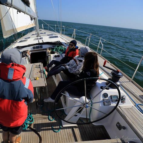 Conduite du bateau et manoeuvre des voiles