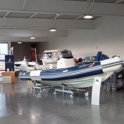 Vous pourrez découvrir concrètement les différents types de bateaux moteur