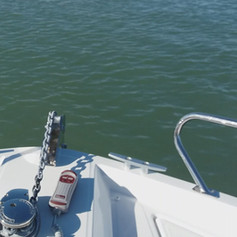 La manoeuvre de mouillage aux Evens, un moment de plaisir avec La Baule Yacht School