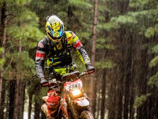 Rally Trancos RS estreia categoria motos e faz a festa no barro e na lama de Jaquirana