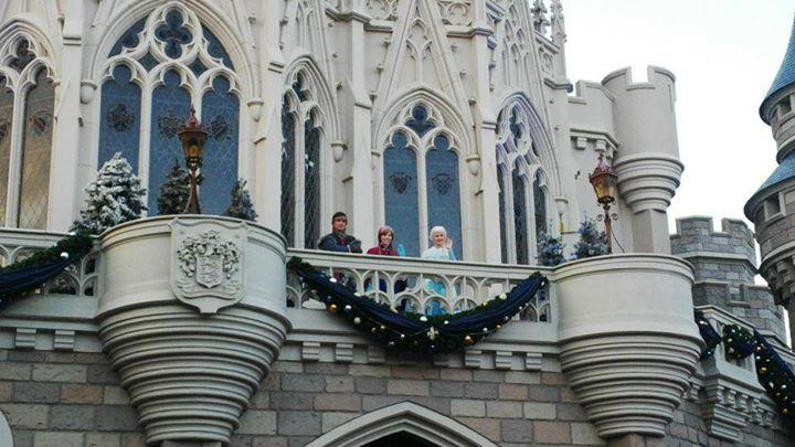 Elsa y Ana apoyando