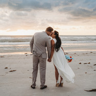 Couple kissing Pass-a-Grille elopement