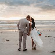 Couple kissing Pass-a-Grille elopement