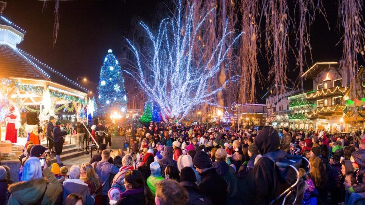 leavenworth town christmas lights.jpg
