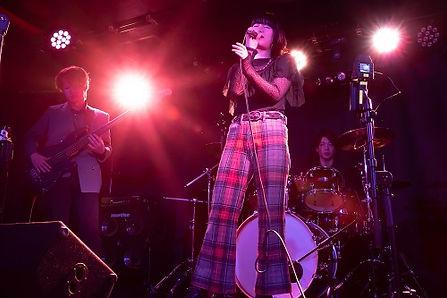 京都のライブハウスEN-LAB.で演奏するバンド