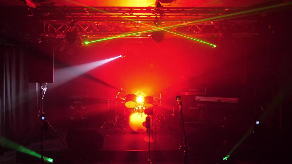 ライブハウスのステージ
