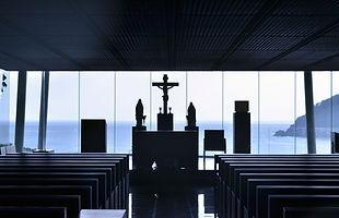 church-1059833_1920.jpg