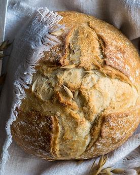 Bio Brot vom Holzofen Bäcker Lehmann oder Vier Linden täglich frisch in der Drogerie im Schwamedingerhuus Zürich