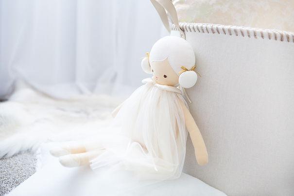 Alimrose-Lulu-Ivory-Lifestyle-1.jpg
