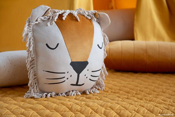 mood-lion-cushion-savanna-farniente-yell