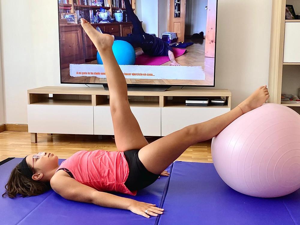 Aitana durante un entrenamiento en casa