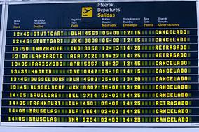 Guía para pasajeros: qué hacer si te cancelan el vuelo o cuando sale con más de tres horas de retras