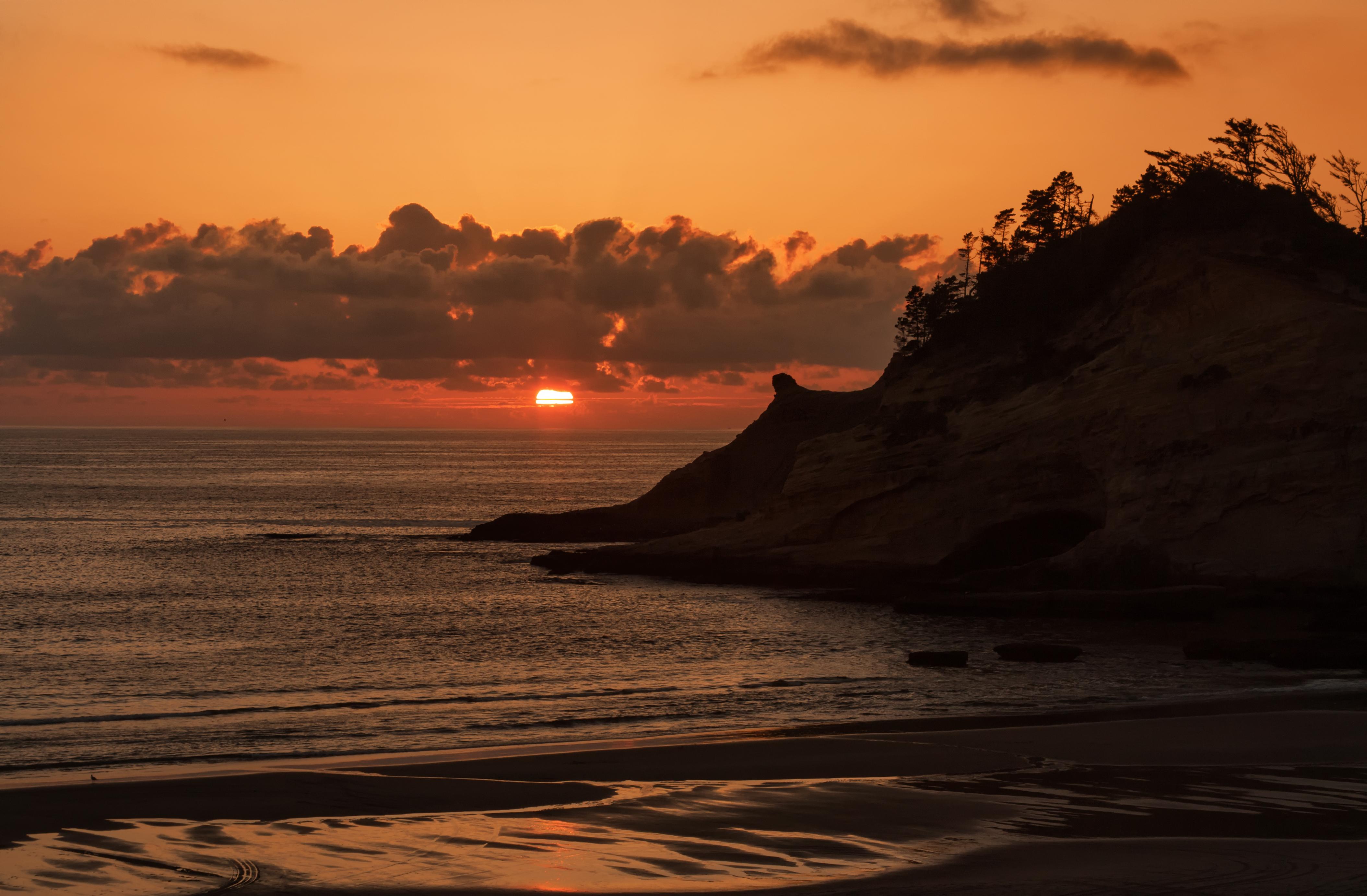 Pacific setting sun
