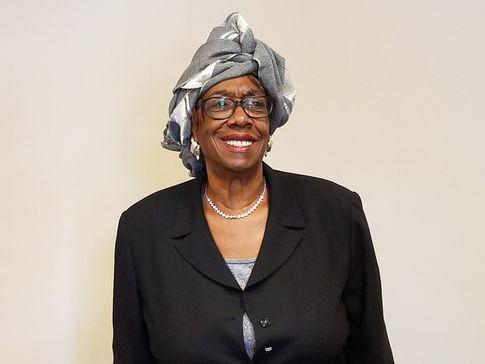 Ms Sandy Williams