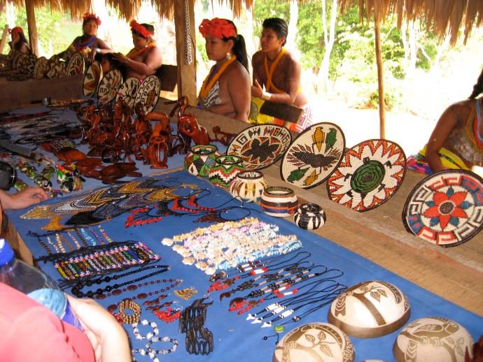 Kunsthandwerk der Embera-Indianer