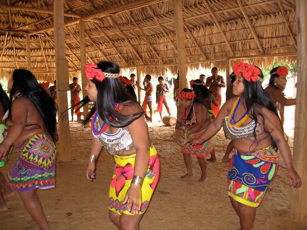 Traditionelle Tänze der Embera Indianer