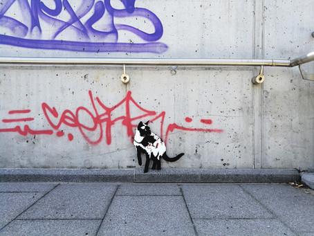 TABBY Cat vs. BANKSY Rat – Caught red handed (Paint roller)