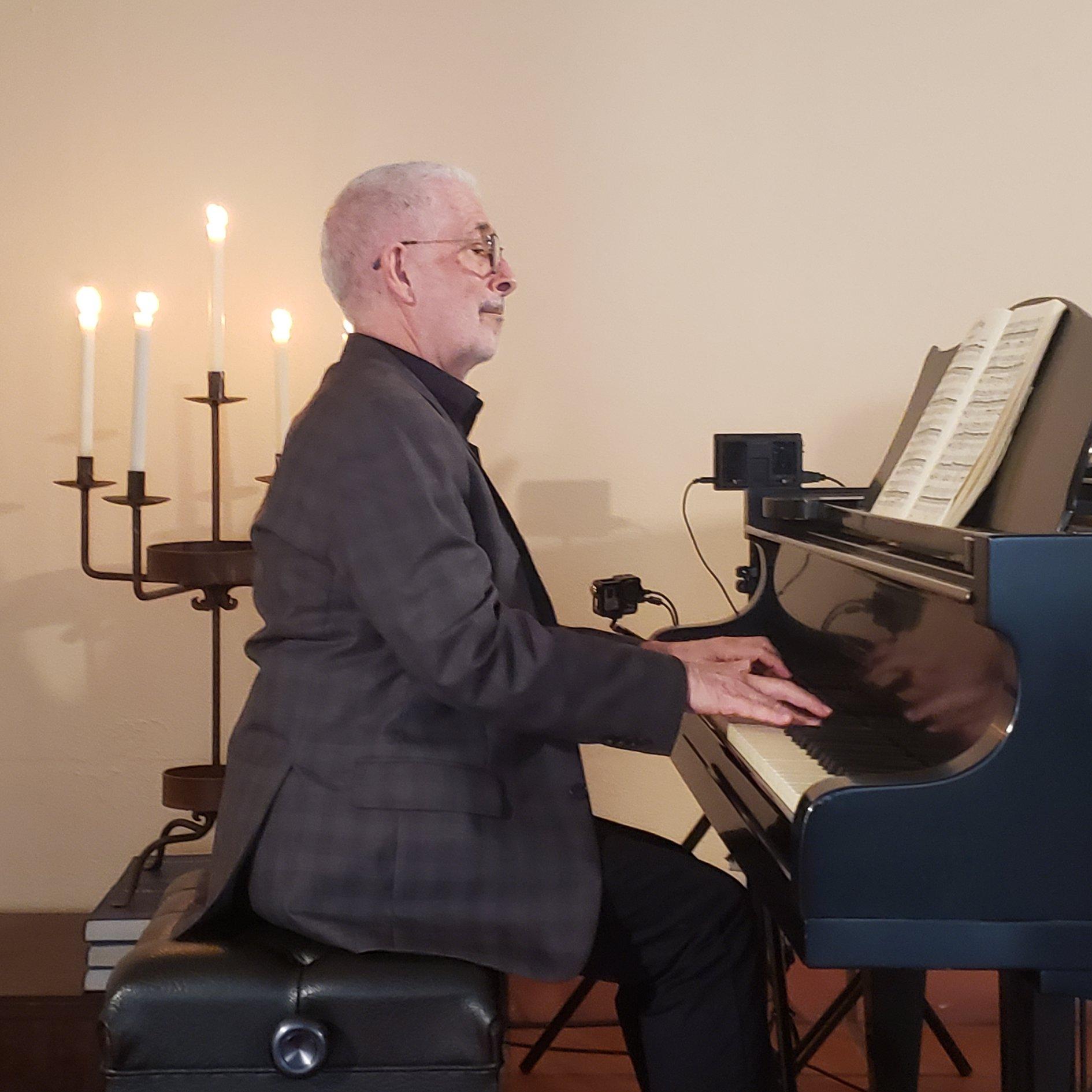 Nicolas Reveles, Piano