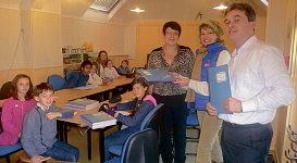 300 cahiers en papier recyclé offerts aux élèves de l'école Guéry