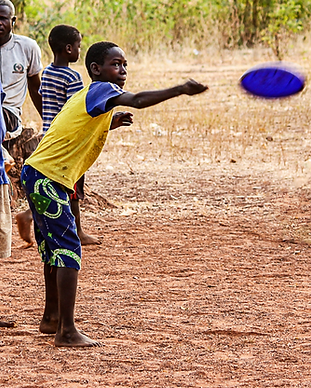 Frisbee throw Ghana.png