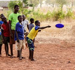 Frisbee throw Ghana