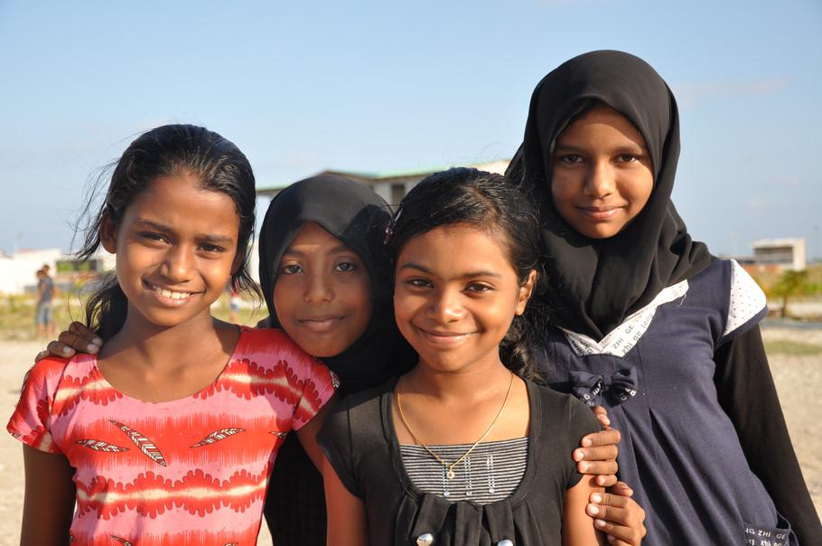 Maldivian girls.JPG