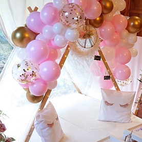 Lace Bestie Teepe with Balloons