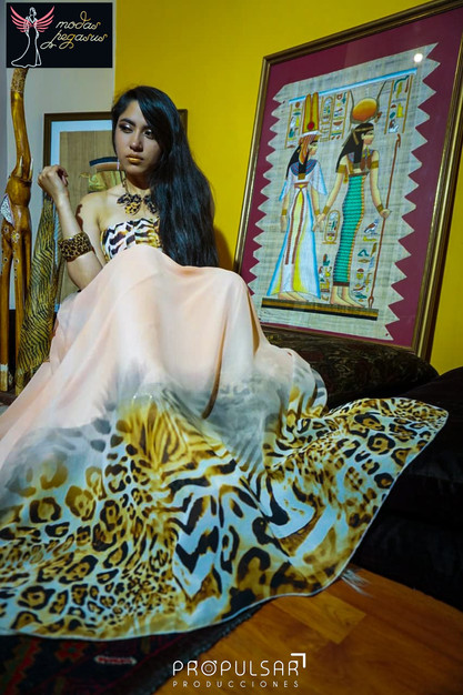 Modelo Marjorie Lugar Atelier del Diseñador Kevin Donnerbauer Modas Pegasus @modaspegasus marjorie