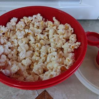 Popcorn with Maker lid.jpg