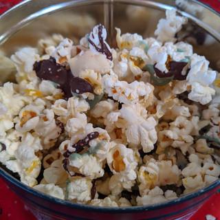 multi color popcorn in can.jpg
