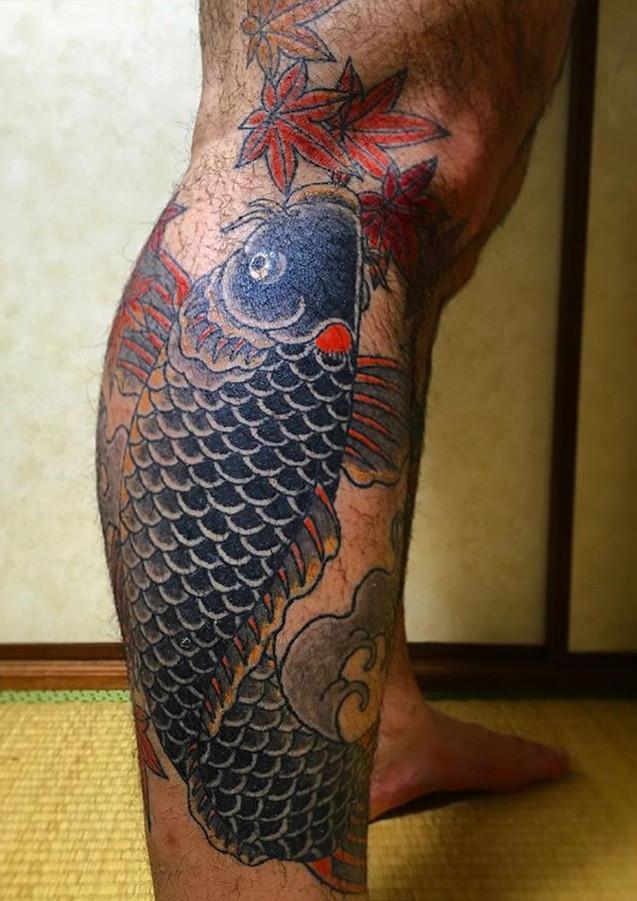 昇り鯉に紅葉(noborigoi-kouyou)