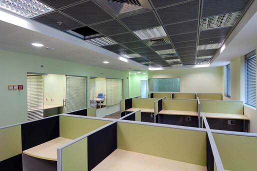 אזור מוקד טלפוני בקומת משרדים