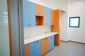 """מרכז עבודה (מפעל מוגן) למשתקמים של """"עמותת רעות"""", יבנה. מטבח וחדר אכילה"""