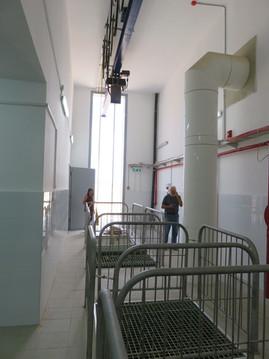 """תחנת שאיבה """"שרונה""""- חדר הכנסת המשאבות (והורדתן למפלס נמוך)"""