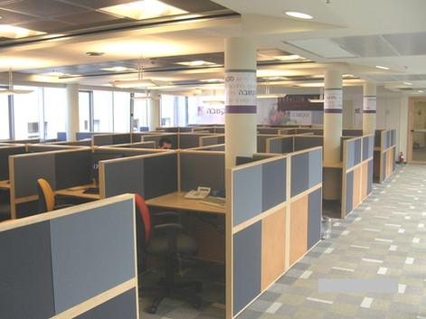 מוקד מענה טלפוני של בנק מזרחי-טפחות, במסגרת שיפוץ כמה קומות בבניין
