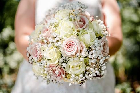spontane trouwfotograaf die de mooiste momenten vastlegt zonder kramp in je kaken van het neplachen