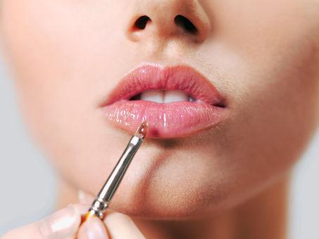 Natural Lip Gloss Applicatoin