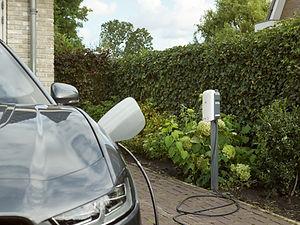Thuisladen-elektrische-auto-met-laadpunt