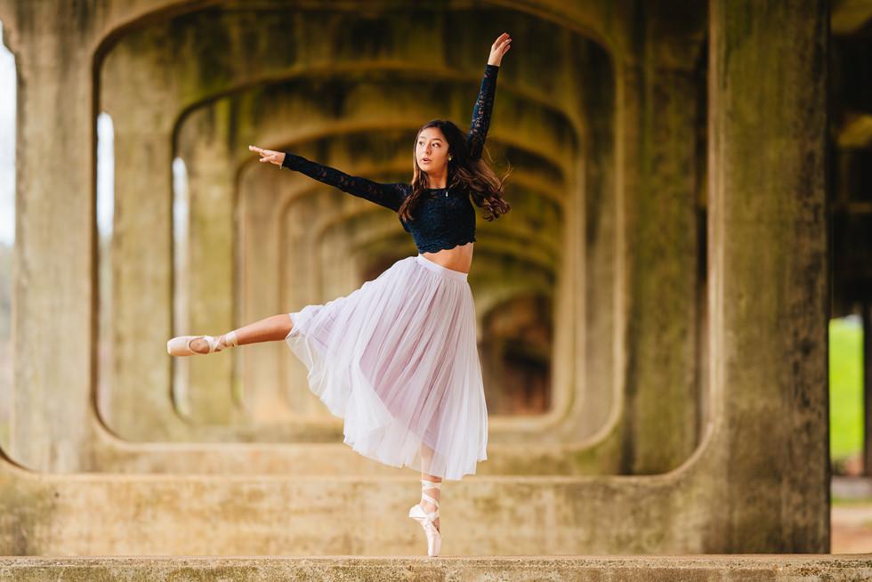 ballet ballerina dance dancer dancing athlete athletic Senior portrait picture photo photograph photography photographer high school graduate graduation lufkin nacogdoches diboll hudson huntington central pollok