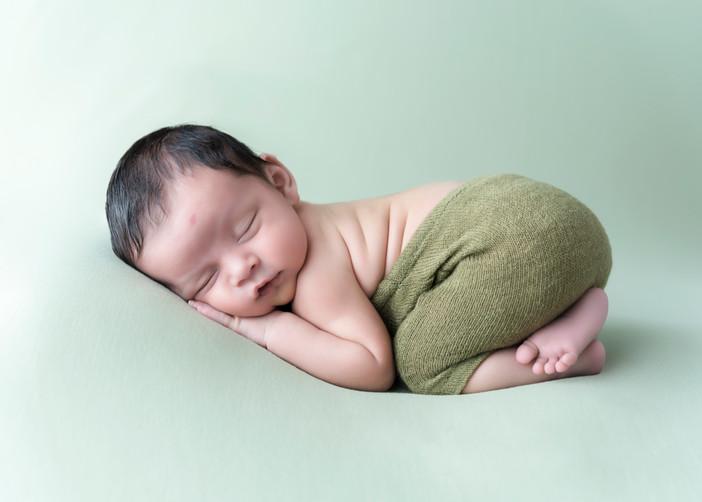 Newborn-Bum-Up-Pose.JPG