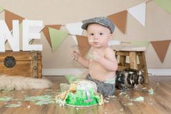 messy-cake-smash