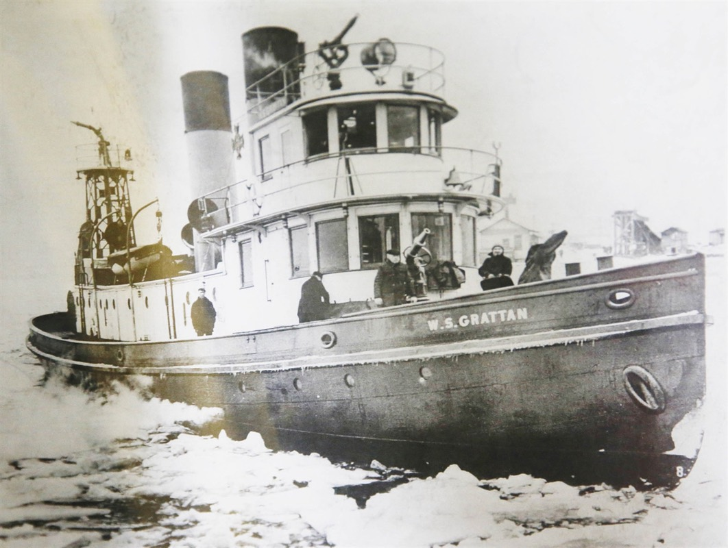 1940 fireboat breaking ice