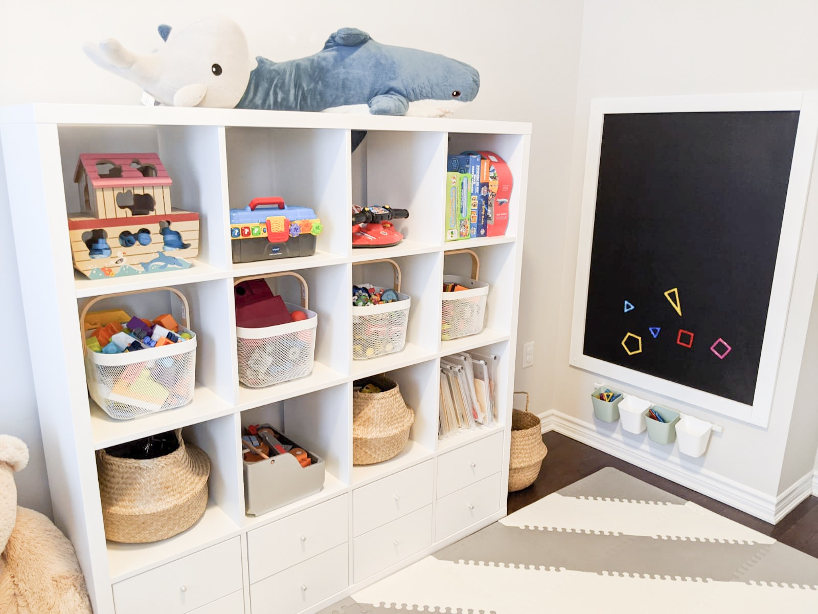 B & L playroom 4